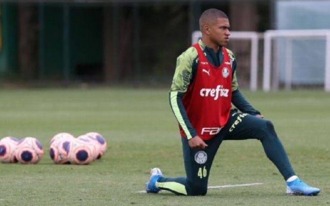 Lucas Esteves Lateral Base Palmeiras